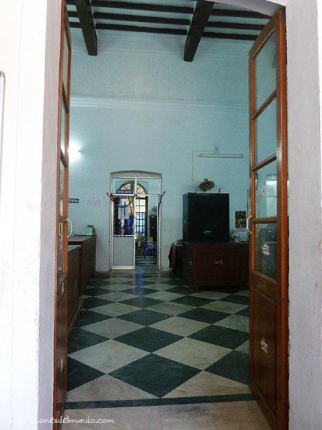 interior-biblioteca-pondicherry-impresiones-del-mundo