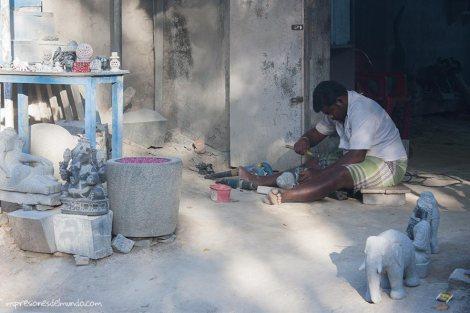 trabajando-piedra-Mamallapuram-impresiones-del-mundo