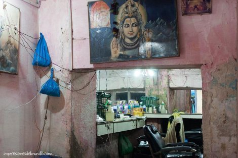 barberia-Varanasi-impresiones-del-mundo
