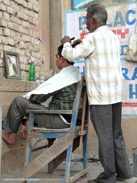 barbero-Ganges-Varanasi-impresiones-del-mundo