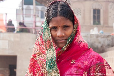 mujer-Ganges-Varanasi-impresiones-del-mundo