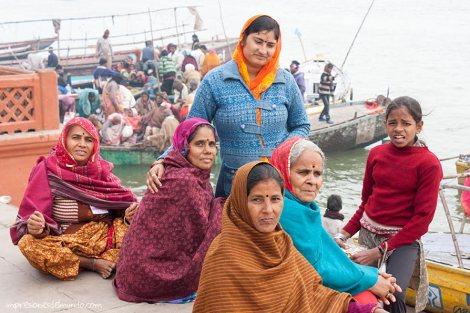 mujeres-Ganges-Varanasi-impresiones-del-mundo