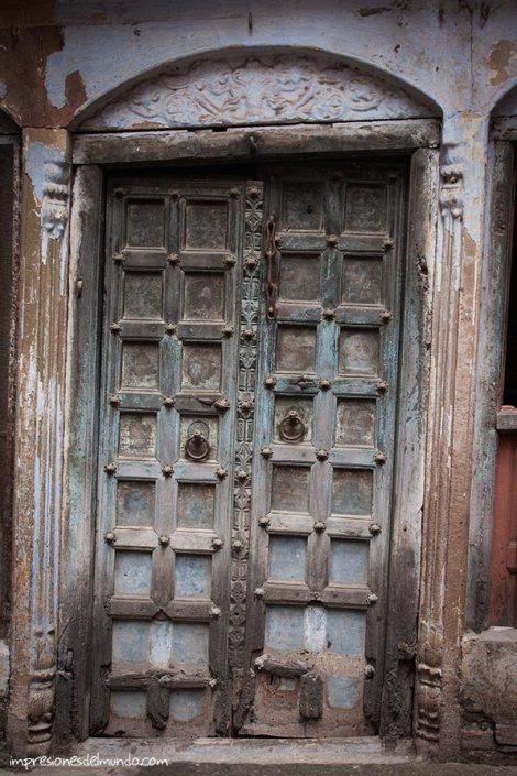puerta-Varanasi-impresiones-del-mundo