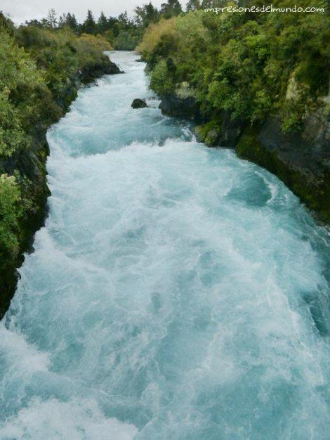 cascada-Nueva-Zelanda-isla-norte-impresiones-del-mundo