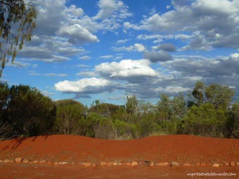 contraste-colores-ayers-rock-australia-impresiones-del-mundo