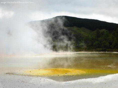 fumarola-amarilla-Nueva-Zelanda-isla-norte-impresiones-del-mundo