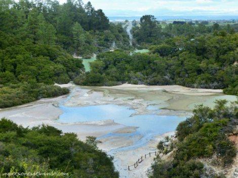 lago-azul-Nueva-Zelanda-isla-norte-impresiones-del-mundo