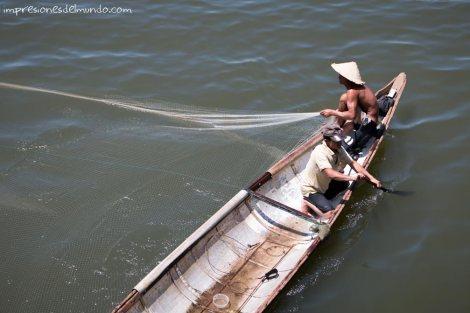 barca-pescadores-Hue-impresiones-del-mundo