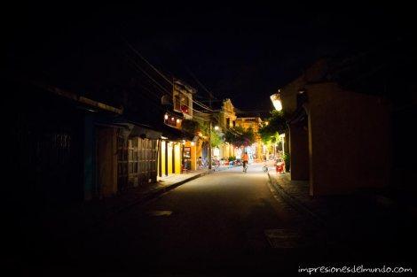 calle-de-noche-2-Hoi-An-impresiones-del-mundo