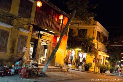 calle-de-noche-Hoi-An-impresiones-del-mundo