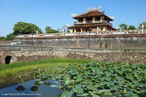 ciudadela-y-flores-acuaticas-Hue-impresiones-del-mundo