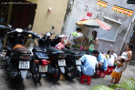 comiendo-en-la-calle-Saigon-Impresiones-del-mundo