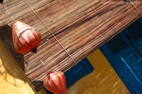 farolillos-rojos-palmeras-Hoi-An-impresiones-del-mundo