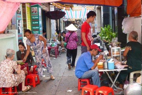 puesto-de-comida-calle-Saigon-Impresiones-del-mundo
