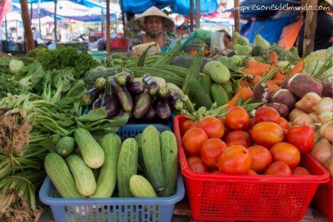 puesto-verduras-mercado-Mui-Ne-impresiones-del-mundo