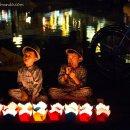 vendedores-velas-Hoi-An-impresiones-del-mundo