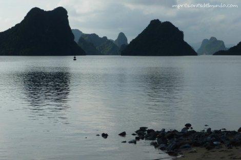paisaje-bahia-atardecer-Cat-Ba-island-impresiones-del-mundo