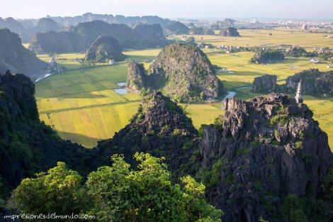 vista-desde-el-templo-2-Tam-Coc-impresiones-del-mundo