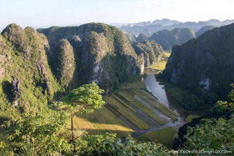 vista-desde-el-templo-Tam-Coc-impresiones-del-mundo