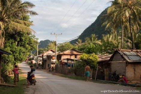 calle-Nong-Khiaw-Laos-impresiones-del-mundo