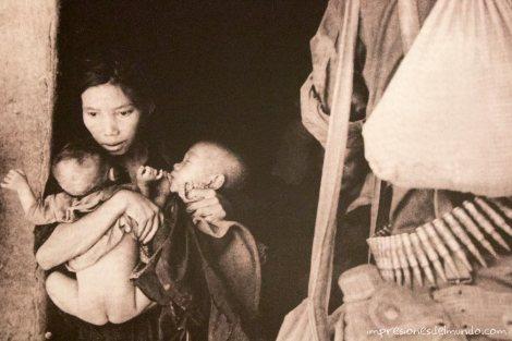 fotografia-guerra-mujer-y-bebe-Saigon-impresiones-del-mundo