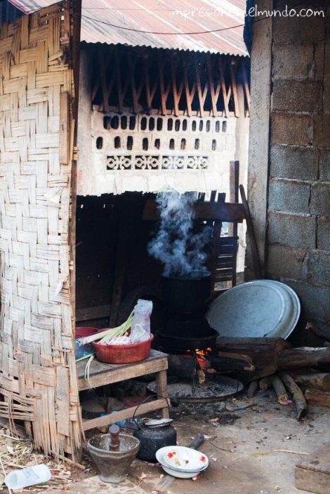 puchero-en-la-calle-Nong-Khiaw-Laos-impresiones-del-mundo