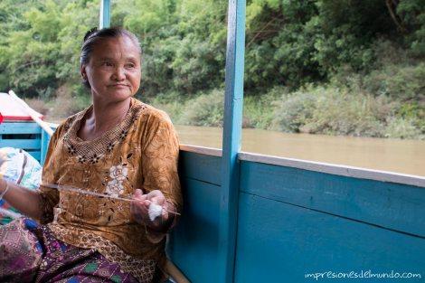 tejiendo-barco-Mekong-impresiones-del-mundo