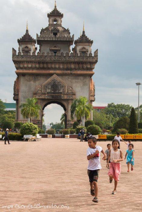 arco-Patuxai-Vientiane-impresiones-del-mundo