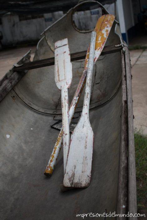 barca-y-remos-de-fusilaje-Vientiane-impresiones-del-mundo