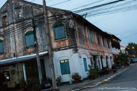 edificio-colonial-Savannakhet-impresiones-del-mundo