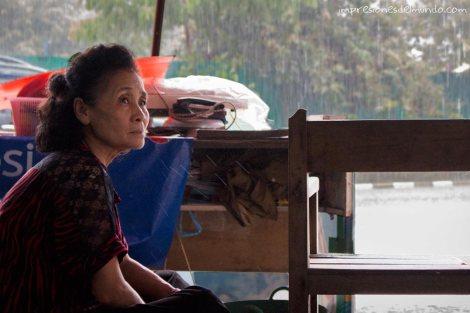 esperando-a-que-pare-la-lluvia-2-Vientiane-impresiones-del-mundo