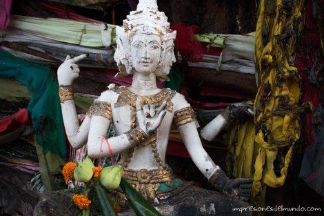 estatua-Savannakhet-impresiones-del-mundo