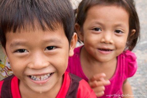 nenes-sonriendo-Don-Khong-4000-islas-impresiones-del-mundo
