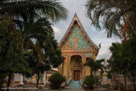 pagoda-y-jardin-Savannakhet-impresiones-del-mundo