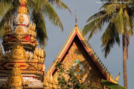 pagoda-y-palmeras-Vientiane-impresiones-del-mundo