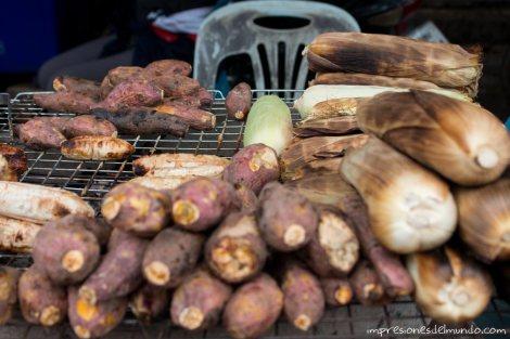 platanos-y-maiz-asados-Vientiane-impresiones-del-mundo