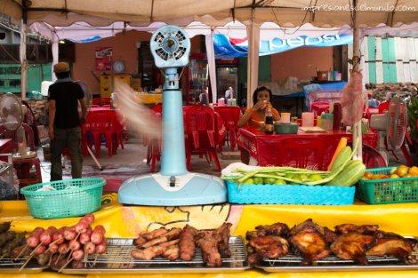 puesto-de-brochetas-Vientiane-impresiones-del-mundo
