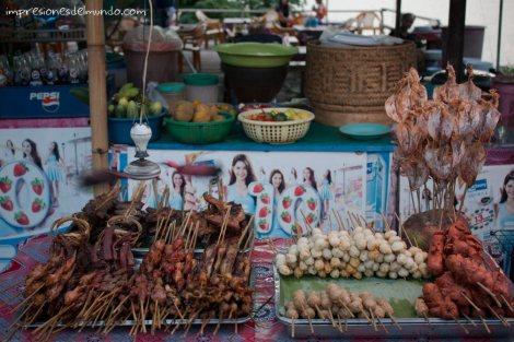 puesto-de-comida-Savannakhet-impresiones-del-mundo