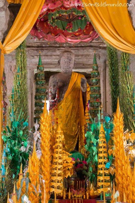 Buda-grande-Angkor-Wat-impresiones-del-mundo