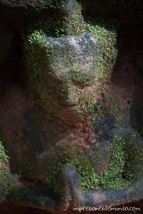 estatua-con-musgo-Angkor-Wat-impresiones-del-mundo