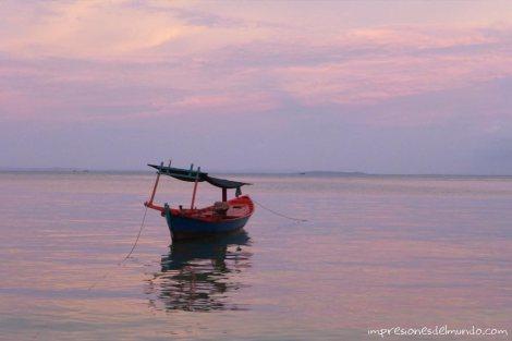 Koh-Rong-barca-y-atardecer-impresiones-del-mundo