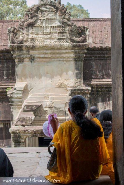 mujer-en-Angkor-Wat-impresiones-del-mundo