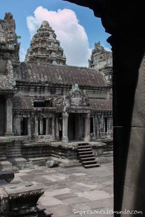 patio-central-de-templo-Angkor-Wat-impresiones-del-mundo