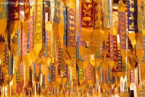 cintas-de-colores-en-templo-Chiang-Mai-Tailandia-impresiones-del-mundo