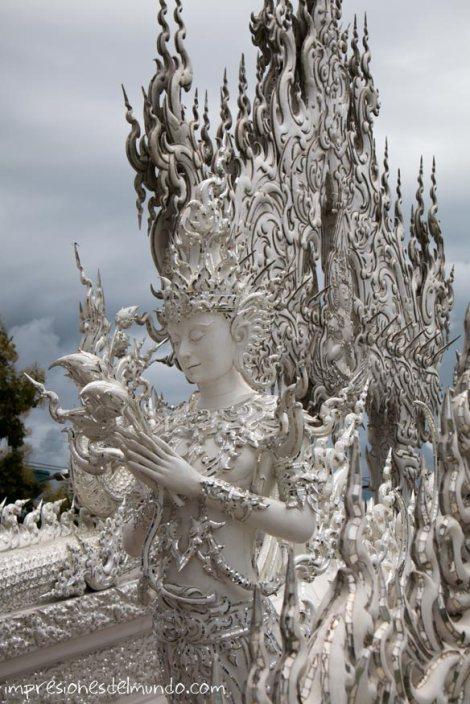 figura-blanca-Wat-Rong-Khun-Chiang-Rai-Tailandia-impresiones-del-mundo
