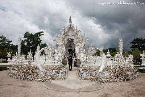 frontal-templo-Wat-Rong-Khun-Chiang-Rai-Tailandia-impresiones-del-mundo