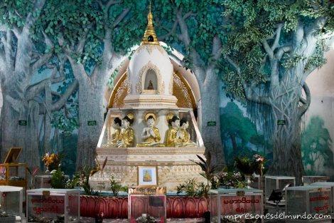interior-de-una-Pagoda-Yangon-Myanmar-impresiones-del-mundo