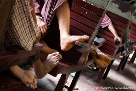 pies-en-el-tren-Myanmar-impresiones-del-mundo