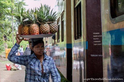 vendedora-de-piñas-Myanmar-impresiones-del-mundo