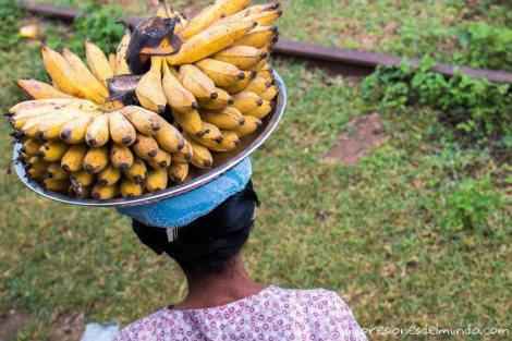 vendedora-de-platanos-Myanmar-impresiones-del-mundo